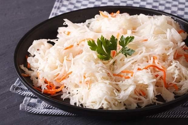 Квашена капуста: користь і шкода для організму, калорійність, вживання при схудненні